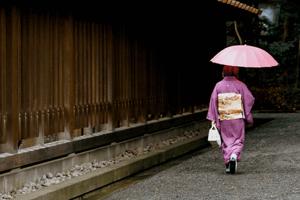 Frau im Pinken Kimono