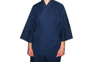 Mann im blauen samue Kimono
