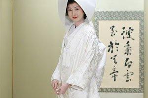 Frau in shirokakeshita Kimono