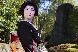 Geisha mit Tomesode Kimono