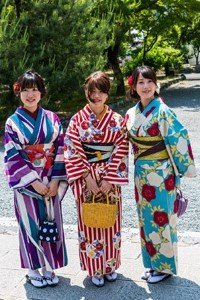 3 junge frauen im Yukata