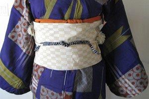 Obiage Kimonogürtel auf einem Weißen Obi.