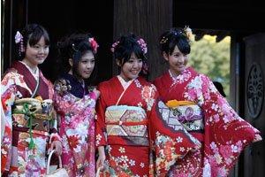 Vier Furisode Kimono trägerinen