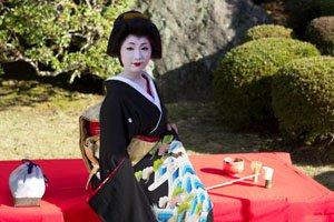 Geisha im Dunkelen Tomesode Kimono.