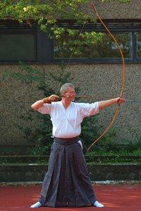 Bogenschütze mit einem Hakama