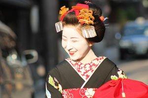 Hikizuri Kimono Lachende Geisha