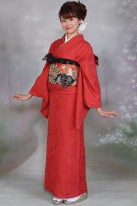 Roter Iro Muji Kimono mit Buntem Obi.