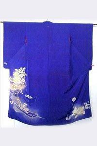 Ein Blauer Iro Tomesode Kimono ausgebreitet.