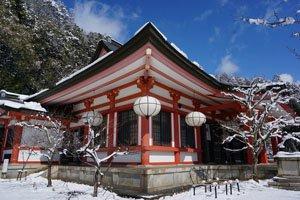 Japanischer Haus im Winter.