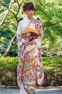 kimono stoffe frau im kimono