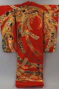 Uchikake in rot mit komplexen goldenen mustern