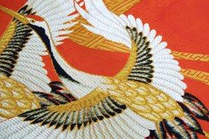 Kimono Symbol Kraniche auf rotem hintergrund