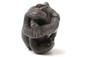 Netsukes Frosch mit Schlange